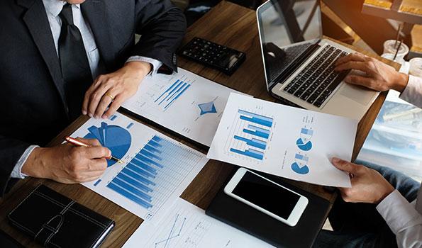 投資企業には、M&A後に当社コンサルタントが役員として業務にあたり、新規事業創立をサポート