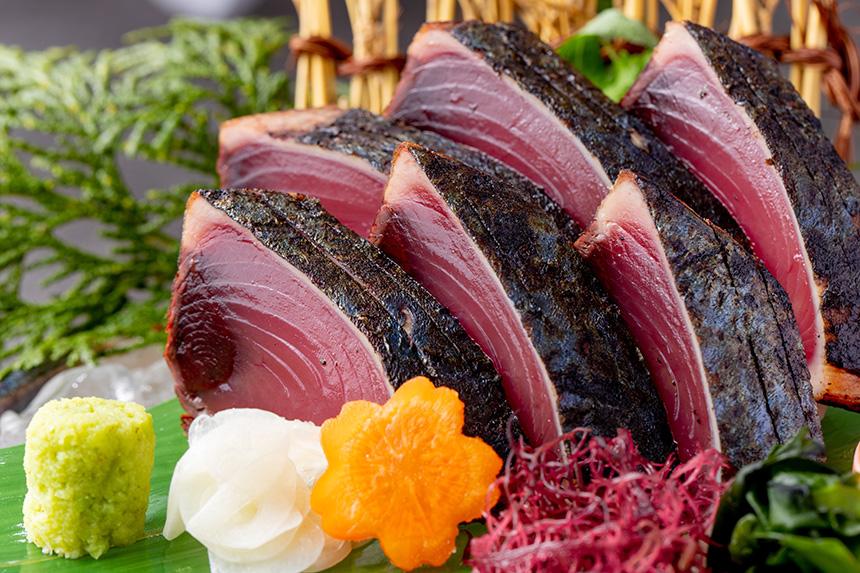 高知県黒潮町の伝統一本釣り鰹の藁焼き
